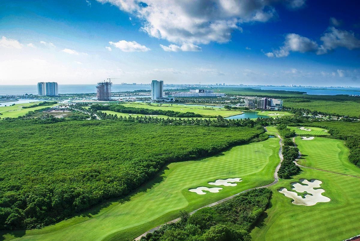 MLS-DCA203 Excelente oportunidad de inversion, Condo a la venta en Cancun Departamento de lujo ubicado dentro de Puerto Cancun, un residencial privado cerca de las zonas mas exclusivas de Cancun. Este desarrollo cuenta con acabados que destacan la exclusividad y confort. Sus amplias terrazas te permiten disfrutar de un hermoso paisaje y de una convivencia al aire libre. Cuenta con amplios jardines, un lobby y gimnasio. Fuera de la torre, se encuentra una piscina de nado y una alberca recreativa, un asoleadero, baños y áreas de convivencia donde el verde predomina con su bella vista al campo de golf. Este departamento te frece extraordinarias amenidades con espacios amplios en un ambiente agradable donde encontrarás sin duda, tranquilidad y confort. amenidades •Seguridad 24/7 •Lobby •Cuarto de juegos •Alberca de nado y recreativa •Asoleadero •Grandes jardines •Spa y sauna •Gym •Cancha de Paddle Tennis •Cancha de fútbol y basquetbol •Business center •Kids club •Salón de usos múltiples •Bodega •Estacionamiento •subterráneo y de visita 2 recamaras 2 baños 158 m2 $ 6,901,000 MXN ($ 363,211 USD) 3 PENTHOUSE recamaras 3 y un medio baño 313 m2 $ 12,844,000 MXN ($ 676,000 USD) El precio puede cambiar de acuerdo a la disponibilidad, demanda y al avance de la obra, contactanos para confirmar el precio actual. #iowncancun #cancunrealstate #cancuncondos  #puertocancun #cancuncondominiums #cancunbroker #cancunlisting #cancunrealty #cancun #cancunlifestyle #Luxurycancun. EasyBroker ID: EB-EA0253 8