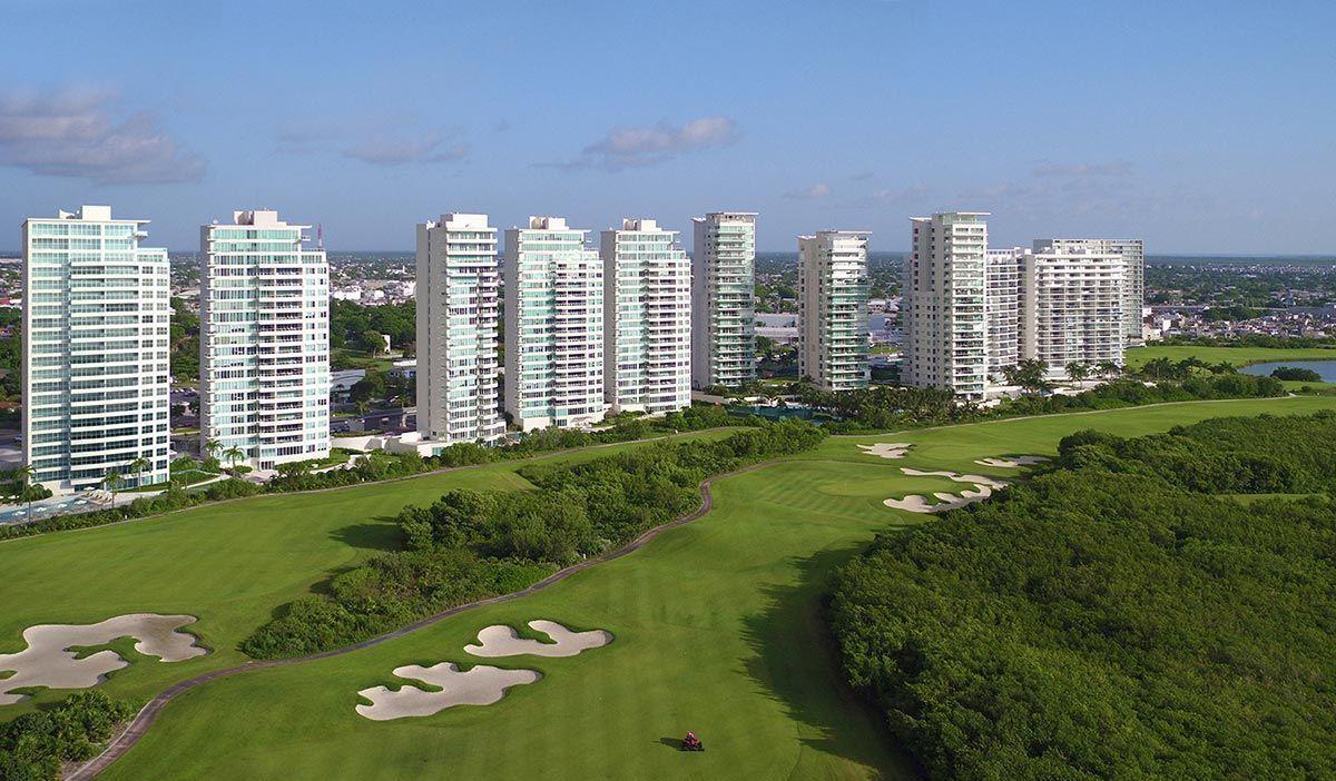 MLS-DCA203 Excelente oportunidad de inversion, Condo a la venta en Cancun Departamento de lujo ubicado dentro de Puerto Cancun, un residencial privado cerca de las zonas mas exclusivas de Cancun. Este desarrollo cuenta con acabados que destacan la exclusividad y confort. Sus amplias terrazas te permiten disfrutar de un hermoso paisaje y de una convivencia al aire libre. Cuenta con amplios jardines, un lobby y gimnasio. Fuera de la torre, se encuentra una piscina de nado y una alberca recreativa, un asoleadero, baños y áreas de convivencia donde el verde predomina con su bella vista al campo de golf. Este departamento te frece extraordinarias amenidades con espacios amplios en un ambiente agradable donde encontrarás sin duda, tranquilidad y confort. amenidades •Seguridad 24/7 •Lobby •Cuarto de juegos •Alberca de nado y recreativa •Asoleadero •Grandes jardines •Spa y sauna •Gym •Cancha de Paddle Tennis •Cancha de fútbol y basquetbol •Business center •Kids club •Salón de usos múltiples •Bodega •Estacionamiento •subterráneo y de visita 2 recamaras 2 baños 158 m2 $ 6,901,000 MXN ($ 363,211 USD) 3 PENTHOUSE recamaras 3 y un medio baño 313 m2 $ 12,844,000 MXN ($ 676,000 USD) El precio puede cambiar de acuerdo a la disponibilidad, demanda y al avance de la obra, contactanos para confirmar el precio actual. #iowncancun #cancunrealstate #cancuncondos  #puertocancun #cancuncondominiums #cancunbroker #cancunlisting #cancunrealty #cancun #cancunlifestyle #Luxurycancun. EasyBroker ID: EB-EA0253 9