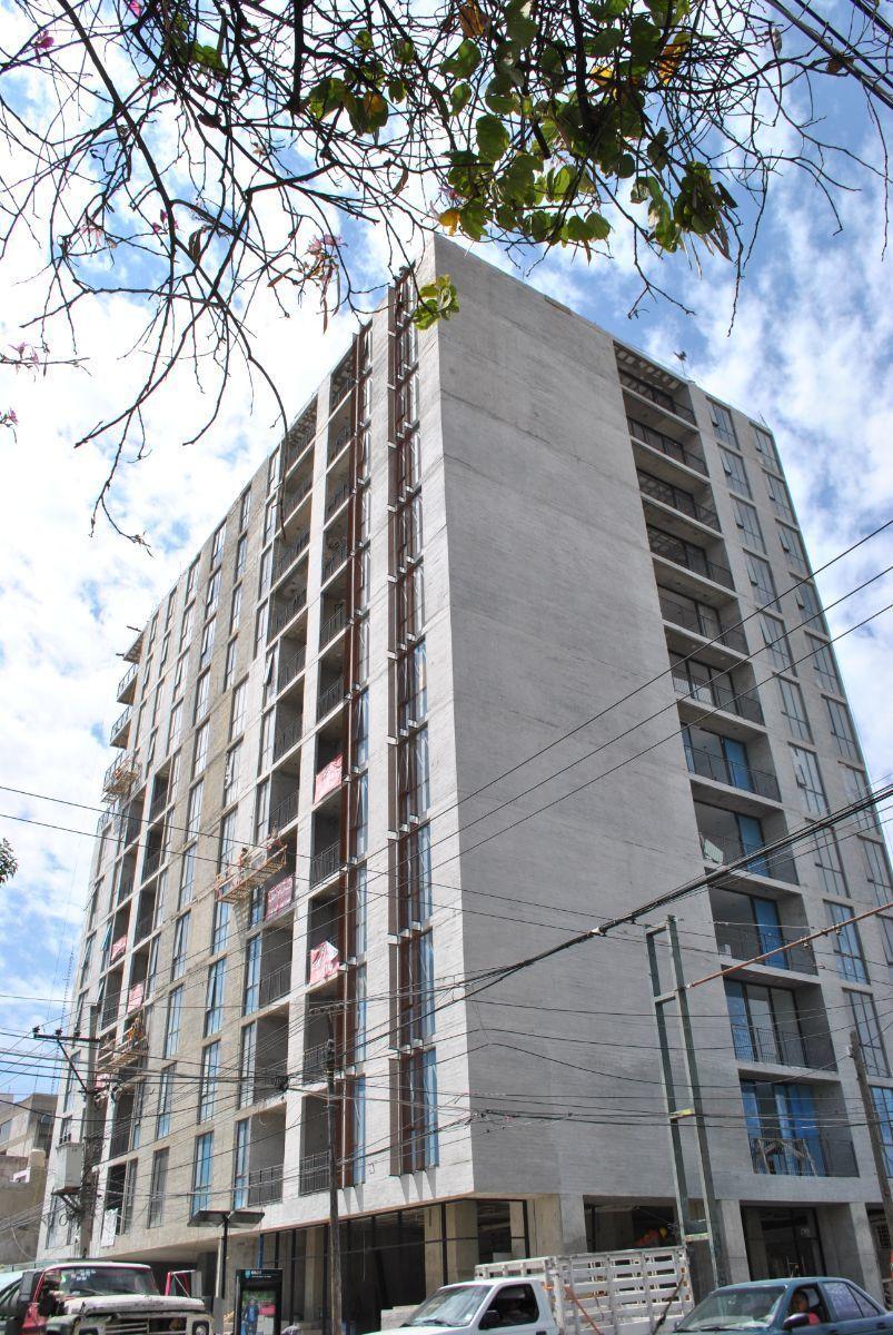 Les presento la Torre Lumina localizada en el corazón de la Colonia Chapultepec en la Av. Hidalgo esquina calle Manuel M. Diéguez.   Ofrezco un local comercial en venta rentado a una franquicia de Café de Veracruz, con un contrato de dos años.  Tiene un costo de $ 4,850,000 (Mas él IVA Correspondiente) y una superficie de 147 m2 dando un rendimiento anual de 8.4%.  La torre concentra  84 departamentos  Nivel A/B. Contamos con 3 locales comerciales en venta en Planta Baja desde: 147 m hasta 239 m.  Comprar locales comerciales se ha convertido en la mejor opción de inversión.   Le adjunto una presentación de los locales comerciales en la parte de abajo. EasyBroker ID: EB-DX6462 5