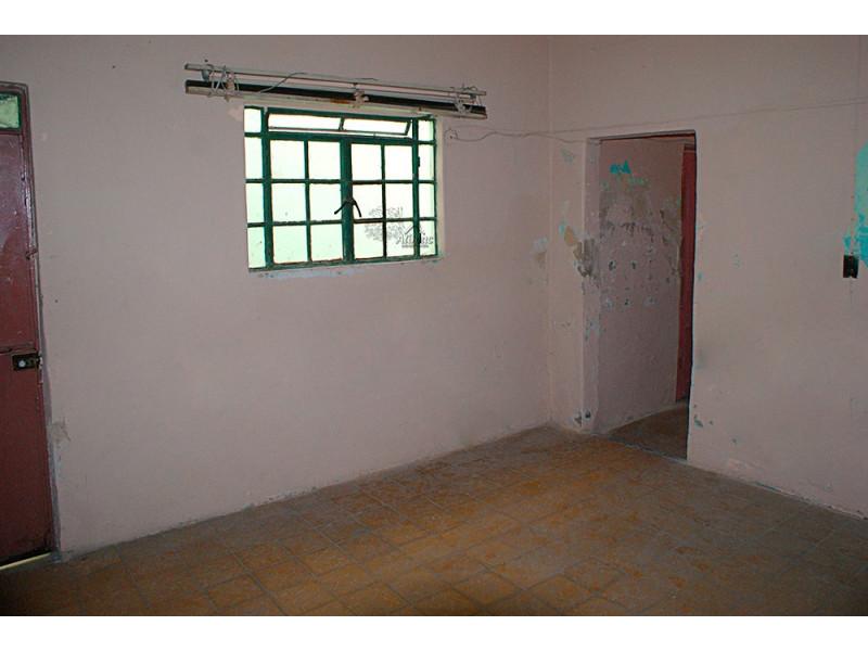 Casa muy amplia con muchas habitaciones, util para casa de asistencia, renta de cuartos, patio muy amplio, en calle tranquila en condiciones de remodelación y restauración. 3