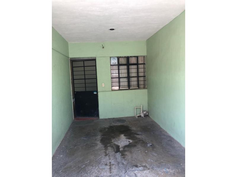 Casa Duplex en Venta en la Guadalupana, ambos niveles, 1 lugar de estacionamiento, Planta Baja cuenta con 3 recámara, sala, comedor y cocina, en planta alta cuenta con 2 recámaras con duela, cocina integral, sala y comedor. 2