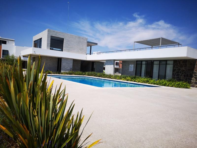 casa nueva en fraccionamiento de 273 casas coto  con  alberca pista de joggin ,terraza, gym,  zona infantil .  casa 3 recamaras,  con  aire acondicionado,  2.5  baños,  roof garden.  cocina equipada integral. 3