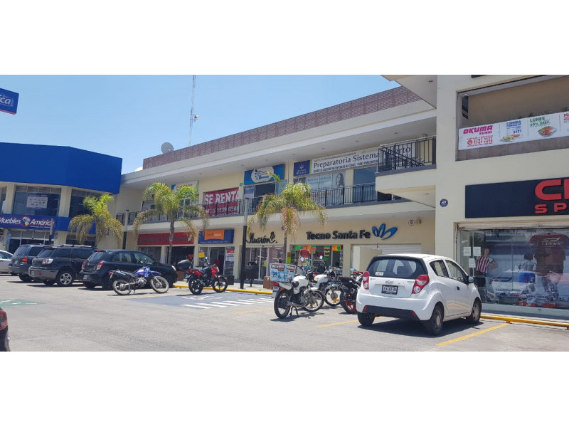 Magníficos locales en renta en ubicación privilegiada con alto flujo vehicular y peatonal, con empresas importantes ya instaladas y en crecimiento, como en la cera del frente un Soriana, Coppel, Farmacias Guadalajara, Elektra etc.  LOCAL 10: -100 Mts cuadrados  - $16,000 - Planta Alta   LOCAL 5: - 100 Mts cuadrados  - $35,000 - Planta Baja   LOCAL 6: - 150Mts cuadrados  - $50,000  - Planta Baja   3