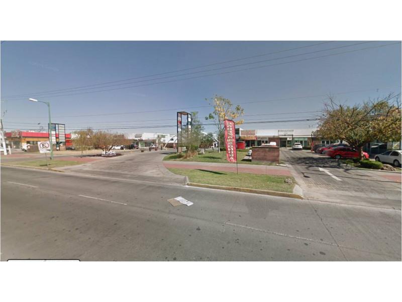 Local comercial moderno de buena calidad desarrollado en un nivel, medio baño. Plaza comercial con amplio estacionamiento FRACCIONAMIENTO EL REAL 3