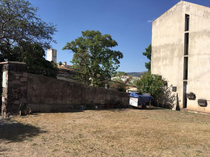 Excelente terreno con vista panorámica muy atractiva de la Barranca de Huentitán, sobre anillo periférico. 2,200 mts Ideal para casa de campo. Uso de suelo habitacional 3