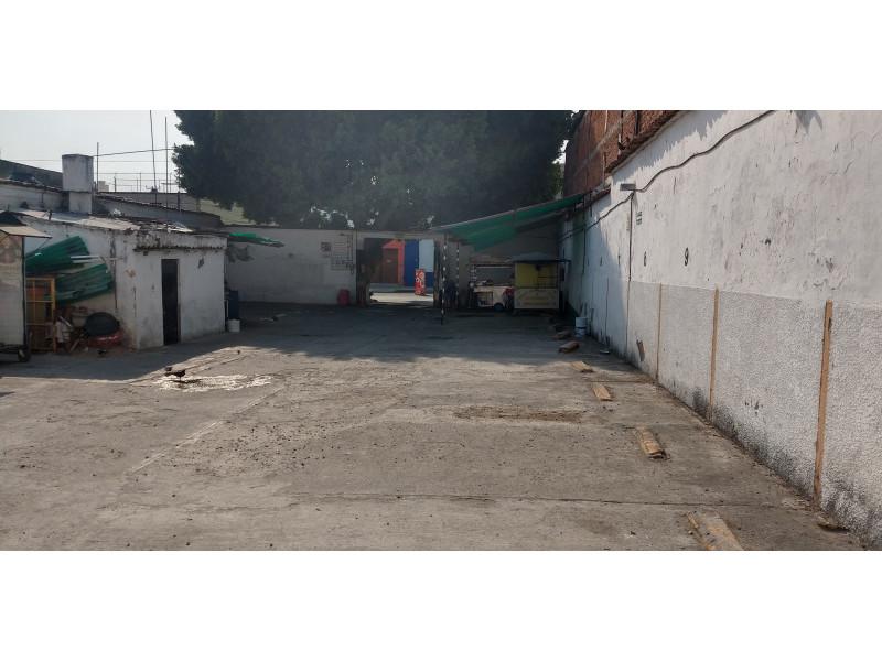Terreno especial (H4-V), para comercio y vivienda, en la zona comercial de Medrano y calle 62 col. La Loma, alta densidad. Superficie plana de 495 m2 (15 x 33) cuenta con barda perimetral y portón. Se pueden construir hasta 4 niveles. 3