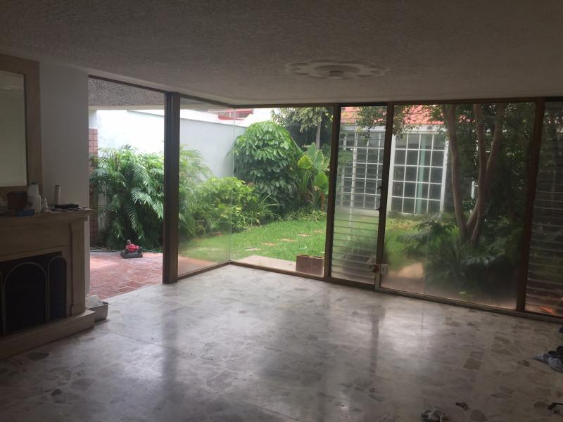 Casa en renta ideal para oficina a puerta cerrada, ubicada en la calle Yukón entre Av. Providencia y Bogotá en Providencia, a una cuadra de Pablo Neruda. 4