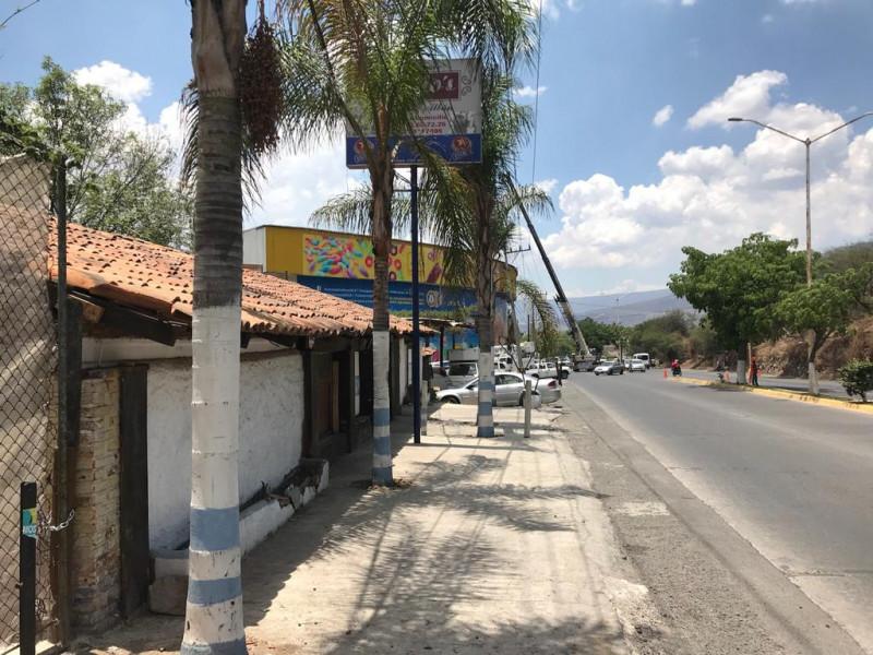 Local comercial de 312 m2 ubicado en Tlajomulco Centro, sobre Cto. Metropolitano Sur esquina con calle Juárez, (A un lado de Dulces de la Rosa), licencia de giro de restaurant bar pero abierto a cualquier tipo de comercio por su excelente ubicación.  4