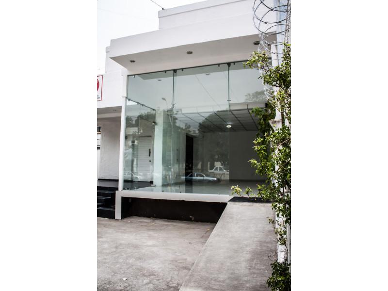 Excelente edificio en ubicación privilegiada en avenida Unión 186 Col, Lafayette ideal para oficinas o comercio, cuenta con 7 habitaciones, show room, 3 y medio baños, 6 cajones estacionamiento. Superficie: 412 Mts2. Terreno y 420 Mts2. Construcción 4