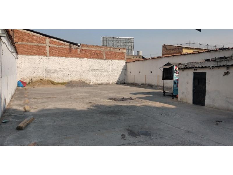 Terreno especial (H4-V), para comercio y vivienda, en la zona comercial de Medrano y calle 62 col. La Loma, alta densidad. Superficie plana de 495 m2 (15 x 33) cuenta con barda perimetral y portón. Se pueden construir hasta 4 niveles. 4