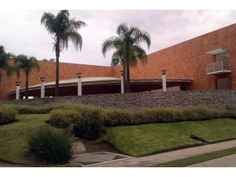 Terreno en Sendero las Moras, Excelente ubicación, condominio con gran plusvalía con vigilancia las 24 hrs.  Excelente inversión   4