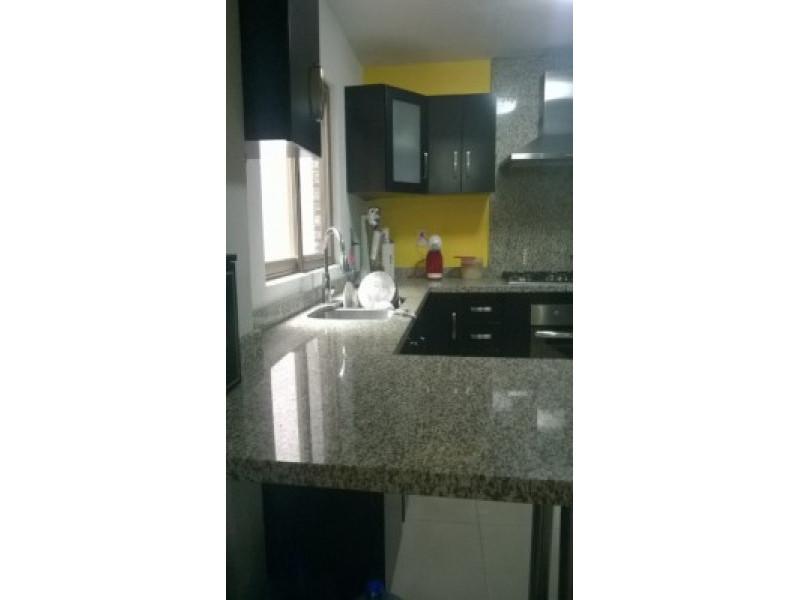 Casa Echeverría MXN 2,800,000.00 Bonita casa  Casa de espacios amplios Estacionamiento para 4 autos  PLANTA BAJA -Sala, oficina, 1/2 baño, cocina integral con barra de granito, patio interior PLANTA ALTA Estar de tv, gimnasio, 3 recámaras con aire acondicionado y clóset, recámara principal con jacuzzi  TERCER NIVEL Cuarto de lavado amplio y terraza Tanque estacionario Hidroprezurizador de agua  5