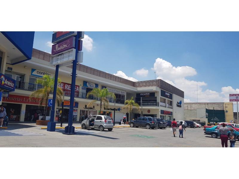 Magníficos locales en renta en ubicación privilegiada con alto flujo vehicular y peatonal, con empresas importantes ya instaladas y en crecimiento, como en la cera del frente un Soriana, Coppel, Farmacias Guadalajara, Elektra etc.  LOCAL 10: -100 Mts cuadrados  - $16,000 - Planta Alta   LOCAL 5: - 100 Mts cuadrados  - $35,000 - Planta Baja   LOCAL 6: - 150Mts cuadrados  - $50,000  - Planta Baja   5