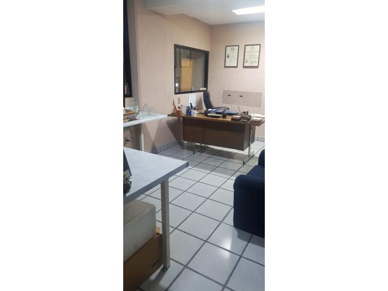 LOCAL TERRANOVA Y AV MEXICO PLANTA BAJA VENTA $10,000,000 DOS NIVELES 290M2 Actualmente es un laboratorio clínico está muy bien ubicado av. México esquina av. Terranova,  es la planta baja. Dividido por 8 cubículos en planta baja y 2 medios baños ,  8 cubículos en planta alta y 2 baños completos. Le corresponden 5 estacionamientos    5
