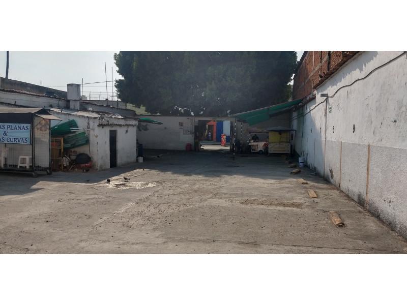 Terreno especial (H4-V), para comercio y vivienda, en la zona comercial de Medrano y calle 62 col. La Loma, alta densidad. Superficie plana de 495 m2 (15 x 33) cuenta con barda perimetral y portón. Se pueden construir hasta 4 niveles. 5