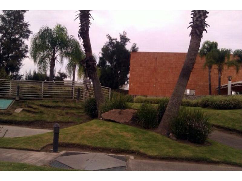 Terreno en Sendero las Moras, Excelente ubicación, condominio con gran plusvalía con vigilancia las 24 hrs.  Excelente inversión   5