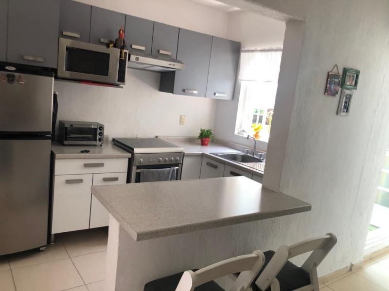 Casa Duplex en Venta en la Guadalupana, ambos niveles, 1 lugar de estacionamiento, Planta Baja cuenta con 3 recámara, sala, comedor y cocina, en planta alta cuenta con 2 recámaras con duela, cocina integral, sala y comedor. 4