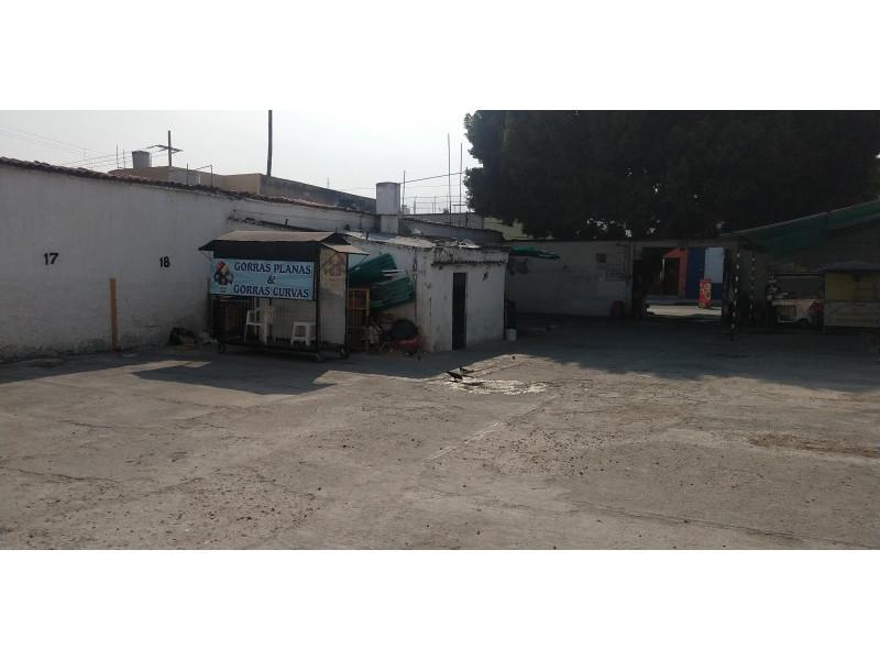 Terreno especial (H4-V), para comercio y vivienda, en la zona comercial de Medrano y calle 62 col. La Loma, alta densidad. Superficie plana de 495 m2 (15 x 33) cuenta con barda perimetral y portón. Se pueden construir hasta 4 niveles. 6