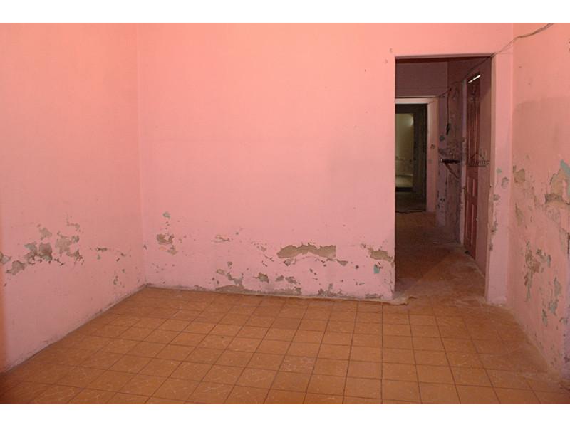 Casa muy amplia con muchas habitaciones, util para casa de asistencia, renta de cuartos, patio muy amplio, en calle tranquila en condiciones de remodelación y restauración. 7