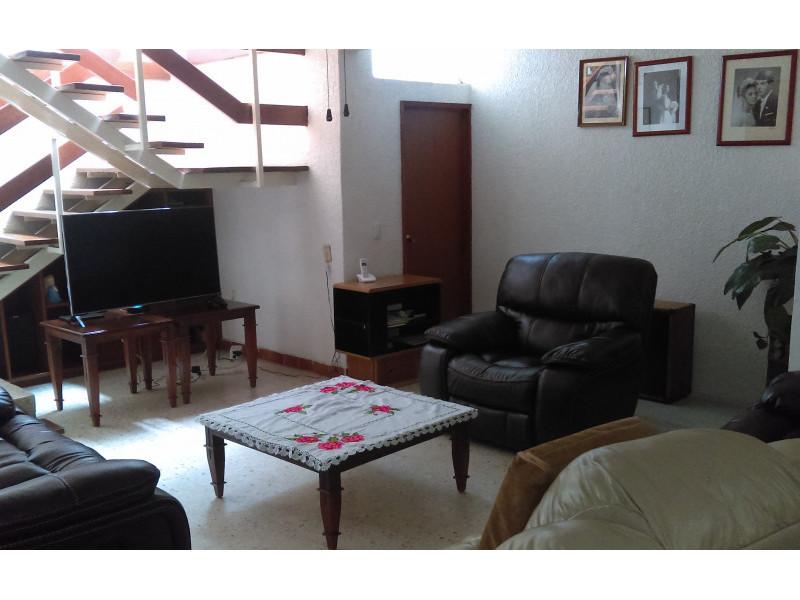 casa con habitación y baño completo en primer piso, estudio, terraza, a una cuadra del bosque los colomos, escrituracion inmediata, se aceptan crédito bancario 8