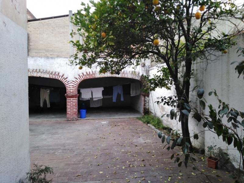 Excelente ubicacion a una cuadra de Cruz del sur, cocina integral, terraza en la parte trasera    7