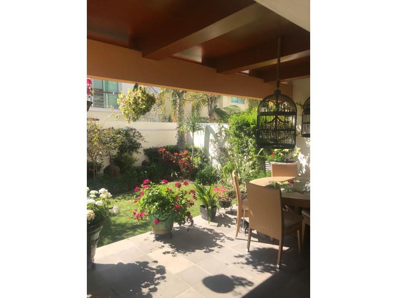 hermosa residencia en valle real  zona tranquila y  segura,  areas verdes,  4 recamaras,  estudio,  area de tv, gimnasio, bodega,  cuarto  de lavar  y  de servicio. 7