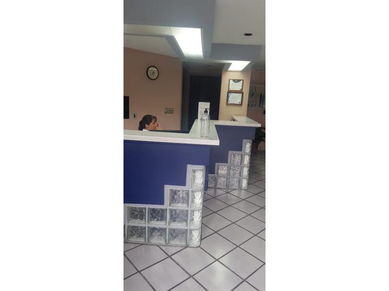 LOCAL TERRANOVA Y AV MEXICO PLANTA BAJA VENTA $10,000,000 DOS NIVELES 290M2 Actualmente es un laboratorio clínico está muy bien ubicado av. México esquina av. Terranova,  es la planta baja. Dividido por 8 cubículos en planta baja y 2 medios baños ,  8 cubículos en planta alta y 2 baños completos. Le corresponden 5 estacionamientos    7