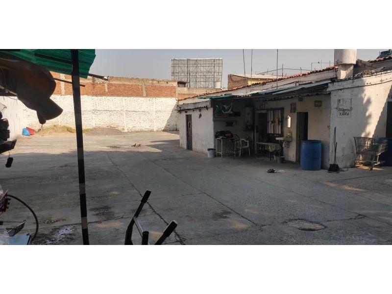 Terreno especial (H4-V), para comercio y vivienda, en la zona comercial de Medrano y calle 62 col. La Loma, alta densidad. Superficie plana de 495 m2 (15 x 33) cuenta con barda perimetral y portón. Se pueden construir hasta 4 niveles. 7