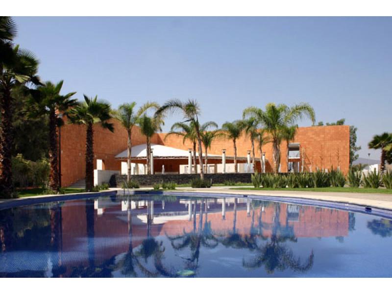 Terreno en Sendero las Moras, Excelente ubicación, condominio con gran plusvalía con vigilancia las 24 hrs.  Excelente inversión   7