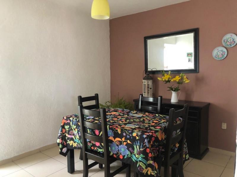 Casa Duplex en Venta en la Guadalupana, ambos niveles, 1 lugar de estacionamiento, Planta Baja cuenta con 3 recámara, sala, comedor y cocina, en planta alta cuenta con 2 recámaras con duela, cocina integral, sala y comedor. 6