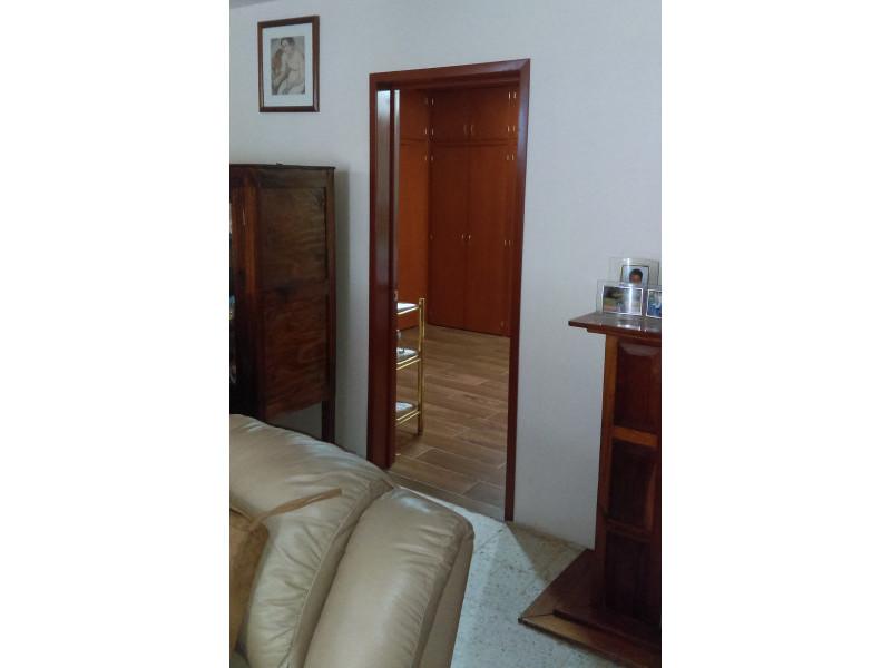 casa con habitación y baño completo en primer piso, estudio, terraza, a una cuadra del bosque los colomos, escrituracion inmediata, se aceptan crédito bancario 9