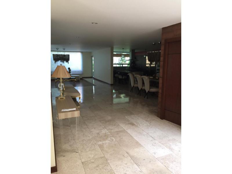hermosa residencia en valle real  zona tranquila y  segura,  areas verdes,  4 recamaras,  estudio,  area de tv, gimnasio, bodega,  cuarto  de lavar  y  de servicio. 8