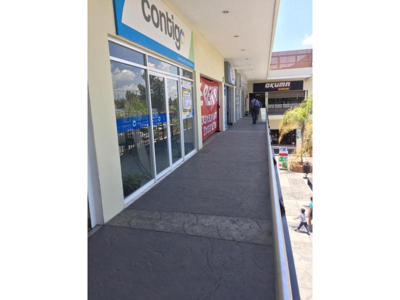 Magníficos locales en renta en ubicación privilegiada con alto flujo vehicular y peatonal, con empresas importantes ya instaladas y en crecimiento, como en la cera del frente un Soriana, Coppel, Farmacias Guadalajara, Elektra etc.  LOCAL 10: -100 Mts cuadrados  - $16,000 - Planta Alta   LOCAL 5: - 100 Mts cuadrados  - $35,000 - Planta Baja   LOCAL 6: - 150Mts cuadrados  - $50,000  - Planta Baja   8