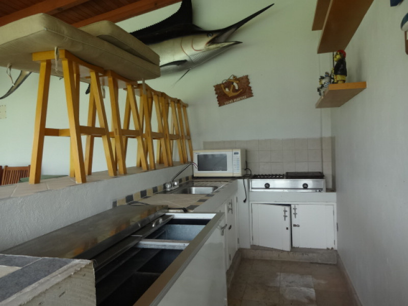 Terreno en Villa Corona, Jalisco. Frente a la laguna. Cuenta con una terraza, cocineta, 2 baños, alberca con chapoteadero y equipo, embarcadero con un pequeño muelle, cisterna de 10m3, bardas laterales y  3 bodegas. tel. para cita (33)15664050. 8