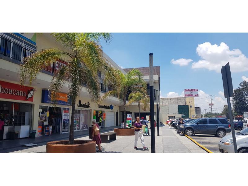 Magníficos locales en renta en ubicación privilegiada con alto flujo vehicular y peatonal, con empresas importantes ya instaladas y en crecimiento, como en la cera del frente un Soriana, Coppel, Farmacias Guadalajara, Elektra etc.  LOCAL 10: -100 Mts cuadrados  - $16,000 - Planta Alta   LOCAL 5: - 100 Mts cuadrados  - $35,000 - Planta Baja   LOCAL 6: - 150Mts cuadrados  - $50,000  - Planta Baja   9