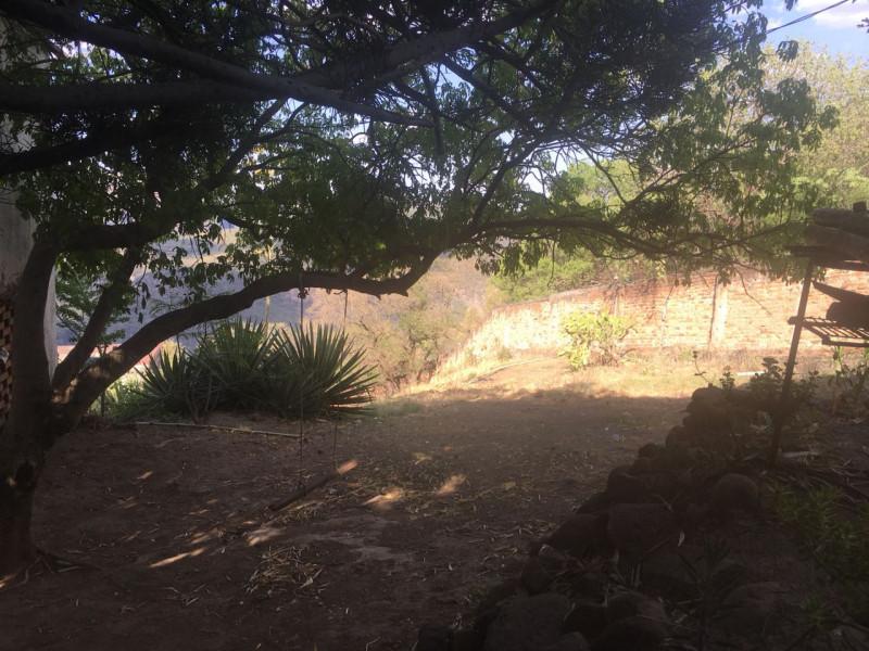 Excelente terreno con vista panorámica muy atractiva de la Barranca de Huentitán, sobre anillo periférico. 2,200 mts Ideal para casa de campo. Uso de suelo habitacional 9