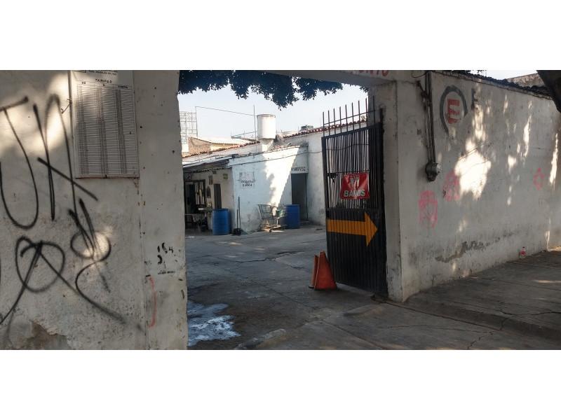 Terreno especial (H4-V), para comercio y vivienda, en la zona comercial de Medrano y calle 62 col. La Loma, alta densidad. Superficie plana de 495 m2 (15 x 33) cuenta con barda perimetral y portón. Se pueden construir hasta 4 niveles. 9