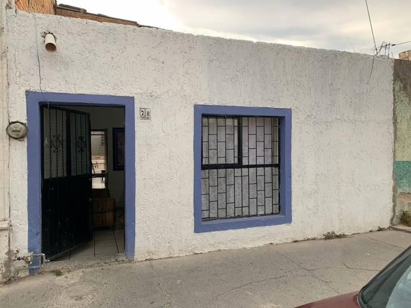 Casa Venta En Agustín Yañez. Casa en venta en la Col. Agustín Yañez, muy bien ubicada a 3 cuadras de la Estación San Jacinto del tren ligero, y a 3 cuadras de la Estación Aurora. Templo a dos cuadras, Escuela a dos cuadras, Mercado del Campesino a 3 cuadras. COS* 0.77 COS Permitido 0.80 CUS* 0.91 CUS Permitido 6.40 1