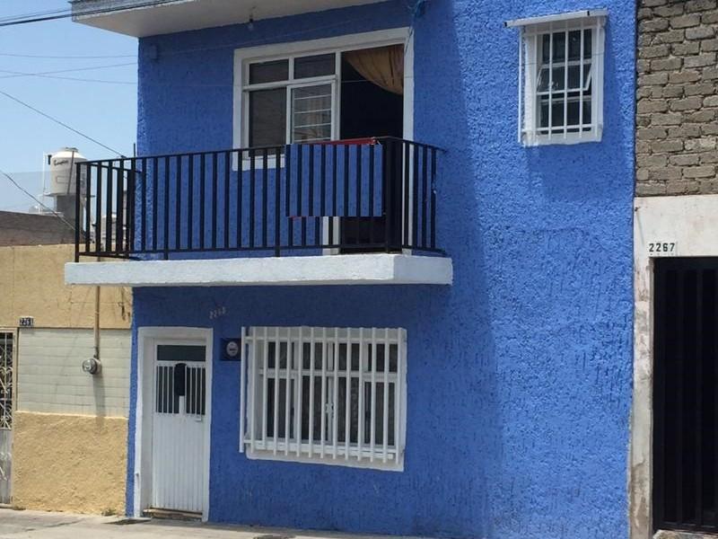 Amplia casa con 6 recámaras, 2 baños, gran terraza, libre de gravámenes. 1