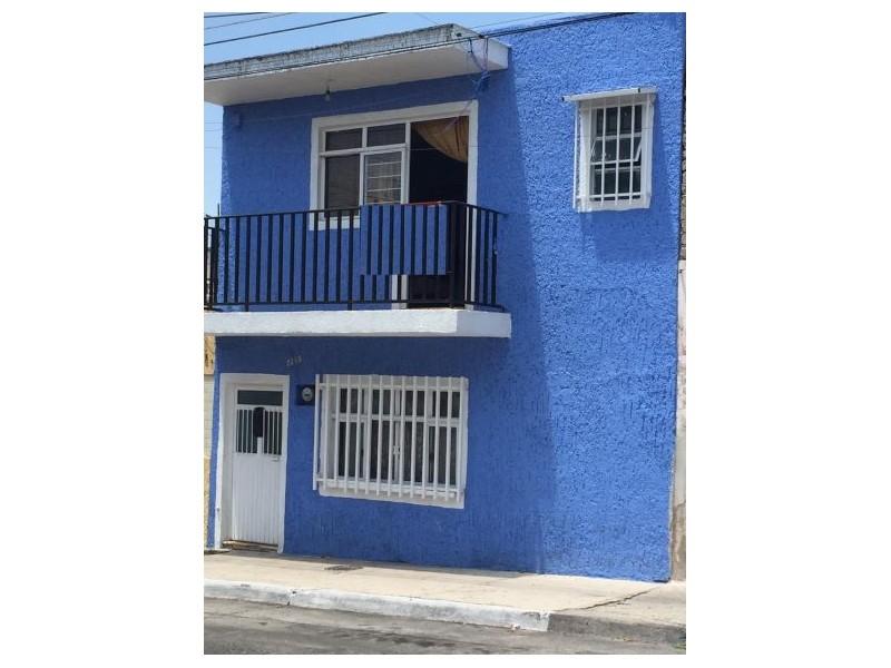 Amplia casa con 6 recámaras, 2 baños, gran terraza, libre de gravámenes. 10