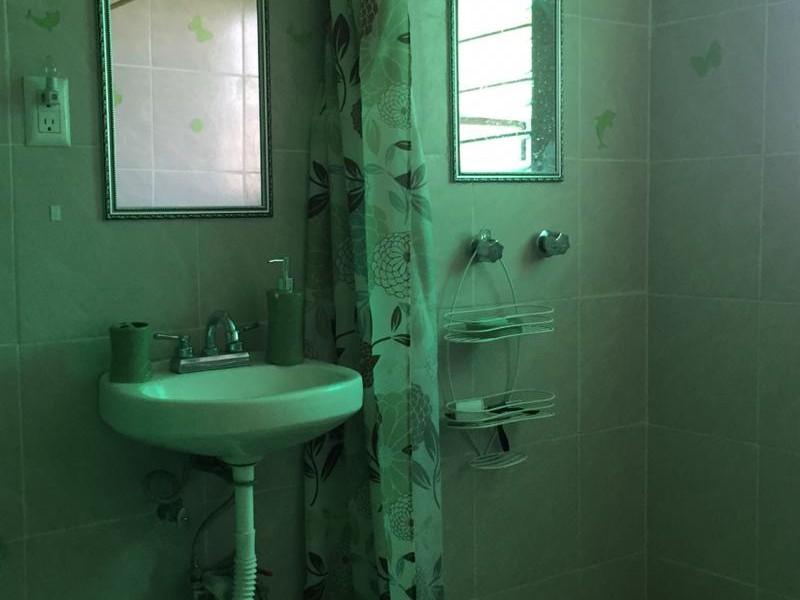 Amplia casa con 6 recámaras, 2 baños, gran terraza, libre de gravámenes. 12