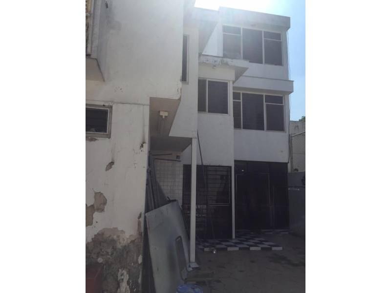 Amplia casa, 3 niveles en la Colonia Independencia, 7 recámaras  con terraza. 2