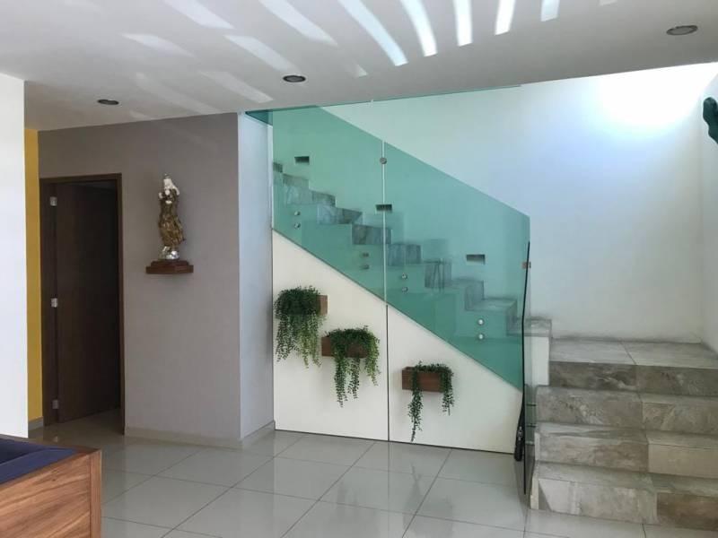 HERMOSA CASA EN COTO EN EL FRACCIONAMENTO LOMAS DEL VALLE, PROYECTO AMPLISIMO Y UBICACION PRIVILEGIADA   CUENTA CON:  SALA COMEDOR COCINA INTEGRAL, TERRAZA CON HERMOSO ROOFGARDEN, ESTAR DE TELEVISION Y CUARTO DE JUEGOS, CUARTO DE SERVICIO Y BODEGAS  DOS RECAMARAS MUY APLIAS CADA UNA CON BAÑO Y VESTIDOR  Y LA TERCER RECAMARA MUY AMPLIA CON BAÑO, VESTIDOR, Y AMPLIA TERRAZA   EL FRACCIONAMIENTO CUENTA CON UNA HERMOSA TERRAZA COMÚN CON VISTA A UNA INCREÍBLE ÁREA VERDE 12