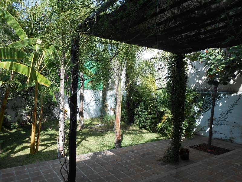 Hermosa casa, muy iluminada, con terraza y jardín, amplia estancia familiar, ubicada en una excelente zona y cerca de avenidas muy importantes, conozcala!! 9