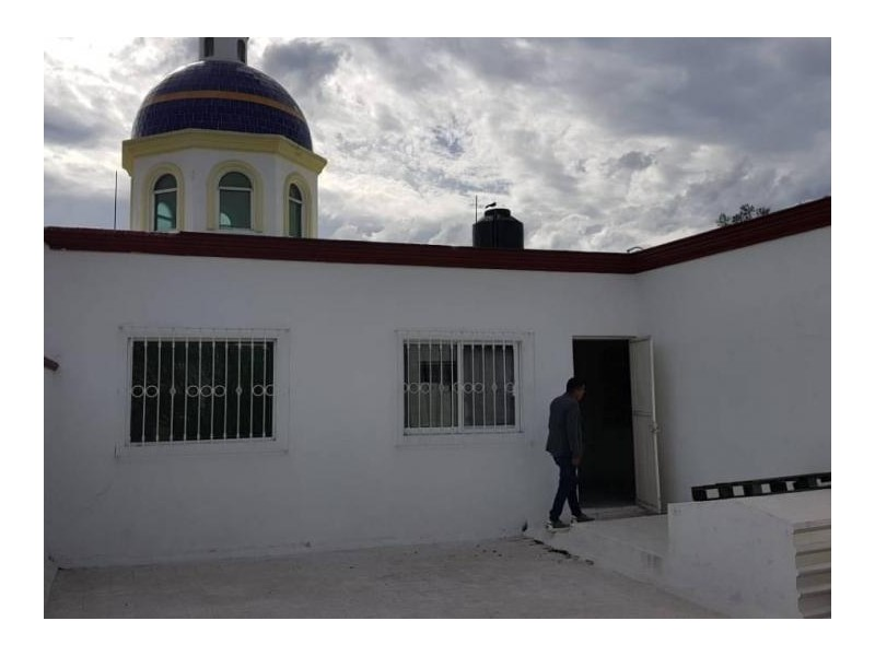 Se vende hermosa casa en Residencial Victoria en la calle Ambar con número 2430 con excelente ubicación a un par de cuadras de plaza del Sol entrando por Mc Donalds de Mariano Otero. Ideal para habitarla o utilizarla con fines comerciales por su privilegiada ubicación. 3