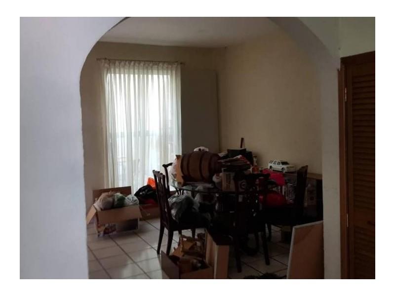 Se vende hermosa casa en Residencial Victoria en la calle Ambar con número 2430 con excelente ubicación a un par de cuadras de plaza del Sol entrando por Mc Donalds de Mariano Otero. Ideal para habitarla o utilizarla con fines comerciales por su privilegiada ubicación. 11