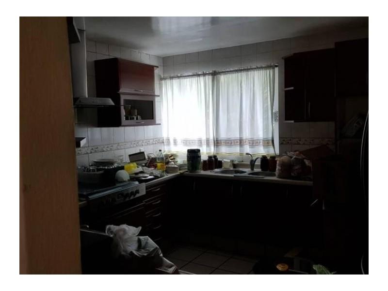 Se vende hermosa casa en Residencial Victoria en la calle Ambar con número 2430 con excelente ubicación a un par de cuadras de plaza del Sol entrando por Mc Donalds de Mariano Otero. Ideal para habitarla o utilizarla con fines comerciales por su privilegiada ubicación. 14