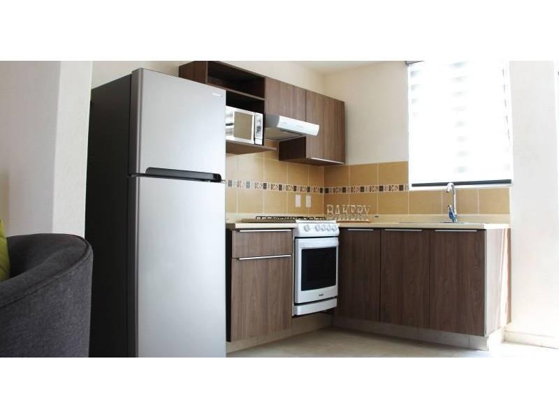 casa de dos recamaras,  sala y comedor,  cocina integral, con  mosquiteros, un  baño  con  cristal,  área de lavado  techada. protección en  escalera   7