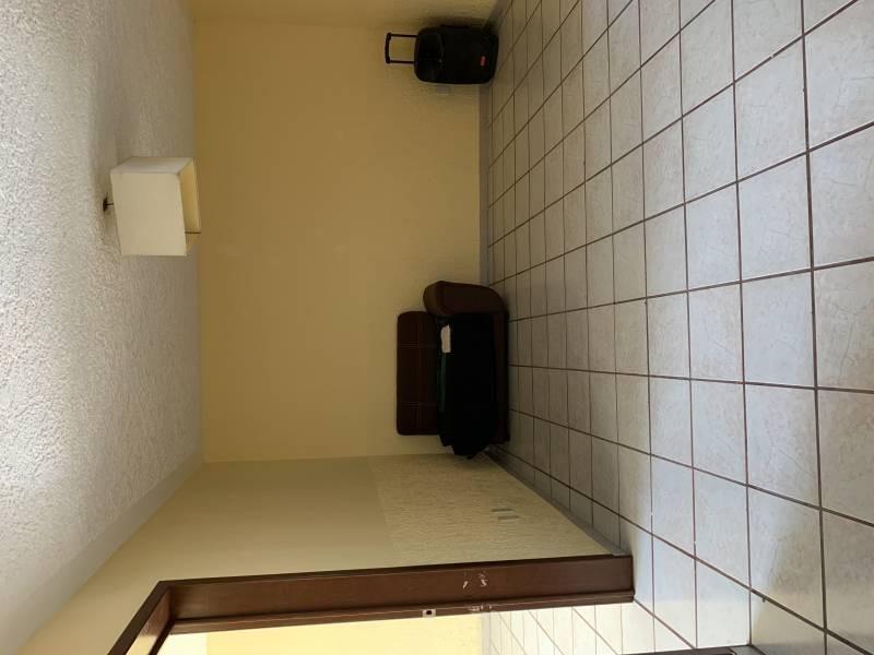 Casa en excelentes condiciones, con amplios espacios  Y un jardín grande. Cuenta con dos pisos  En planta baja 1 recámara  Sala-comedor, cocina, cuarto de estudio Planta alta 4 recamaras 1 baño completo  1 balcón  NTP/5 10