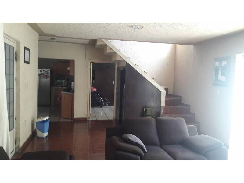 Casa en venta colonia Zona Industrial de Guadalajara. con las siguientes características: Superficie Terreno: 317.79 m2  Superficie construida aprox. : 350 m2  7 Habitaciones 3 baños completos (1 jacuzzi con hidromasaje) 2 salas cocina comedor patio cochera 2 autos 2 pisos (plantas) cuarto de lavado Terraza N DE LA PROPIEDAD   13